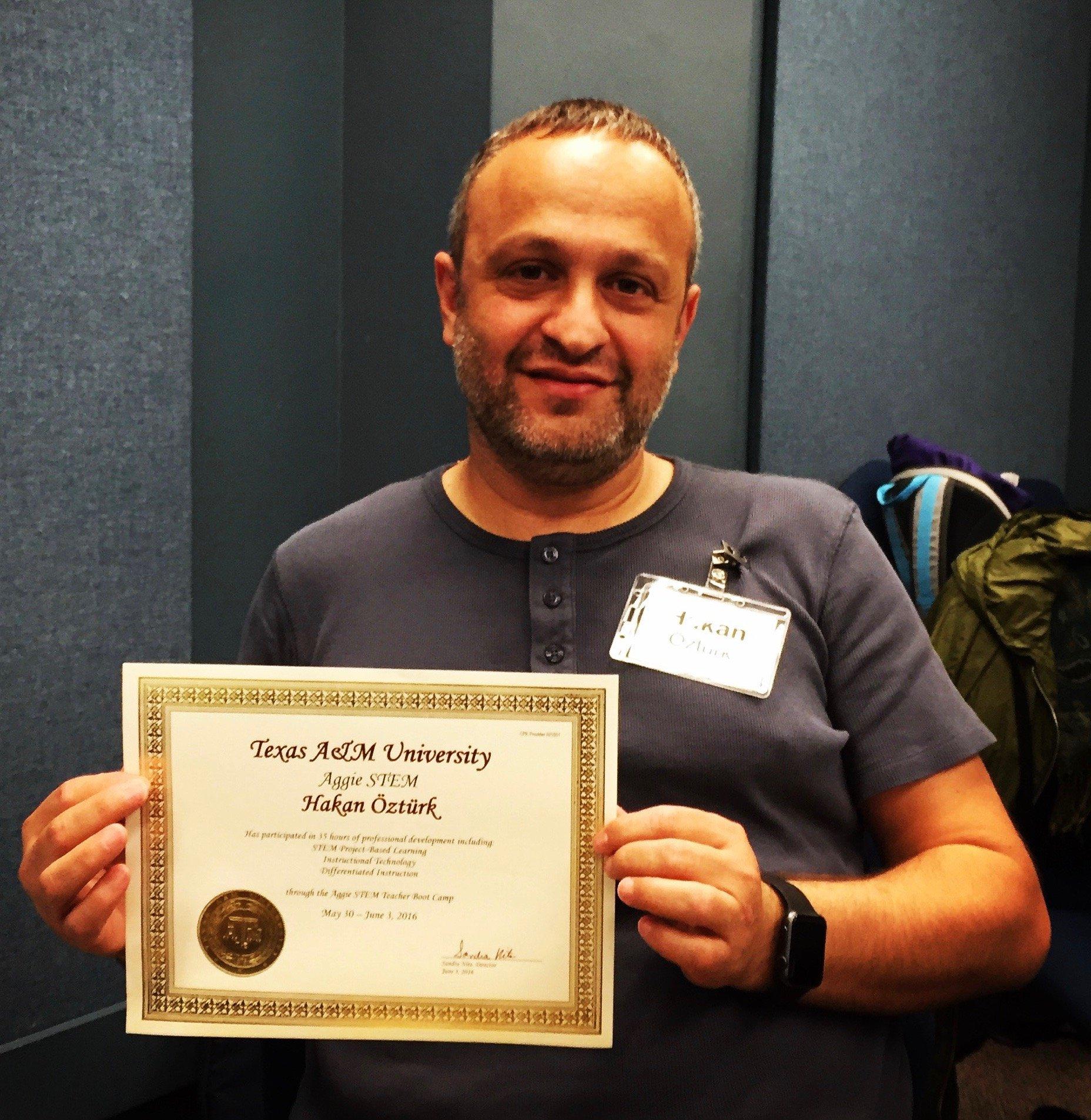 Hakan Öztürk ve sertifikası